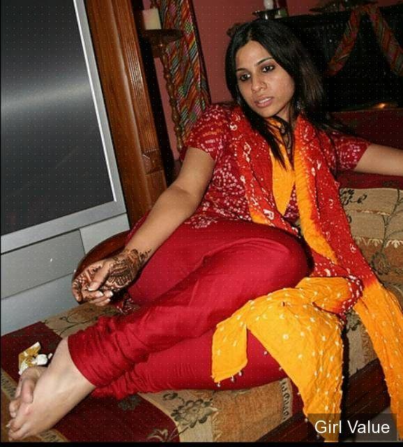girl in tight chudidaar salwar kameez shalwar