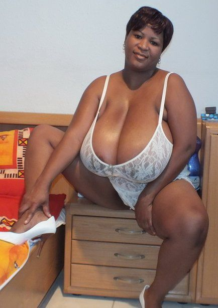 Just Ebony Mature Pic