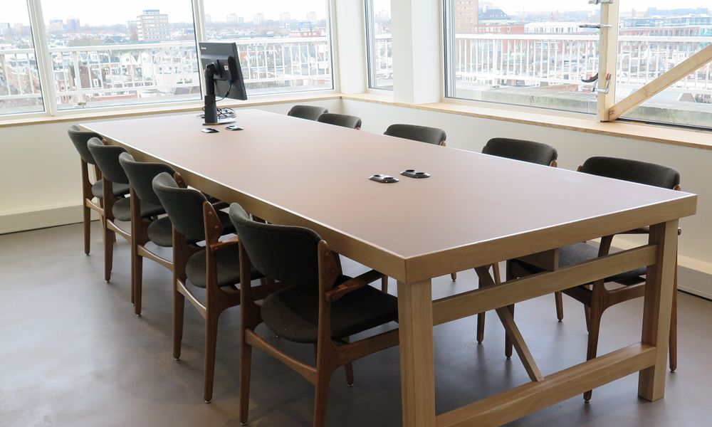 Custom made Oak Design Table for Tommy Hilfiger's Headquarter office in Amsterdam.  This beautiful design table is entirely custom made, you can also choose for a special desktop with anti reflect coating in multiple available colors!  Take a look for our other design products!: https://www.olssen.nl/meubels-op-maat.html