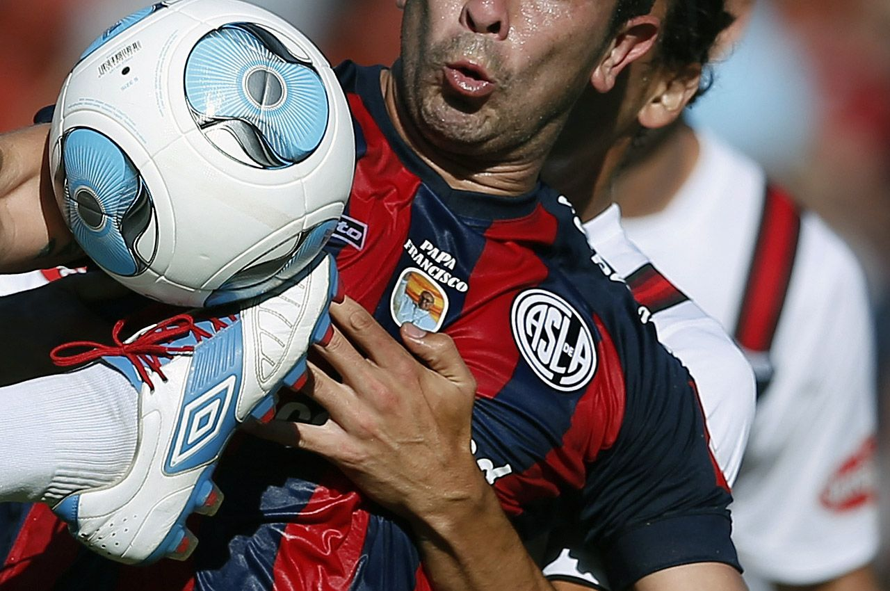 San Lorenzo, el equipo ya usó su camiseta con el emblema del papa Francisco y le ganó a Colón 1 a 0 Clarin.com HD