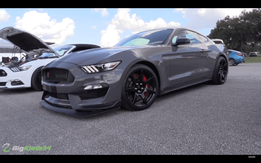 Video Sleeper Ford Mustang Shelby Gt350 Goes 1 2 Mile Racing