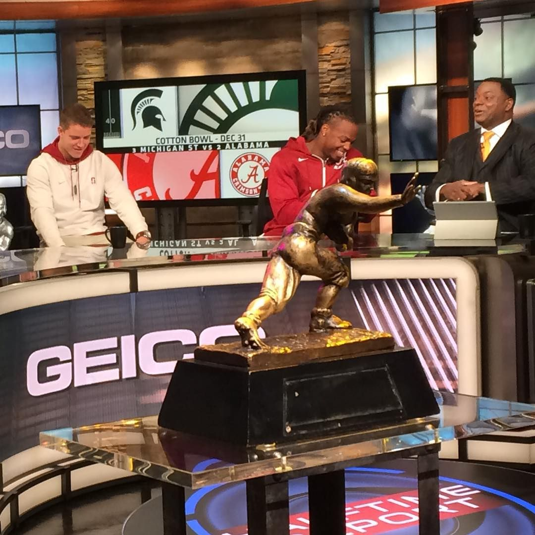 """""""Derrick Henry joins the CBS crew to film the halftime"""
