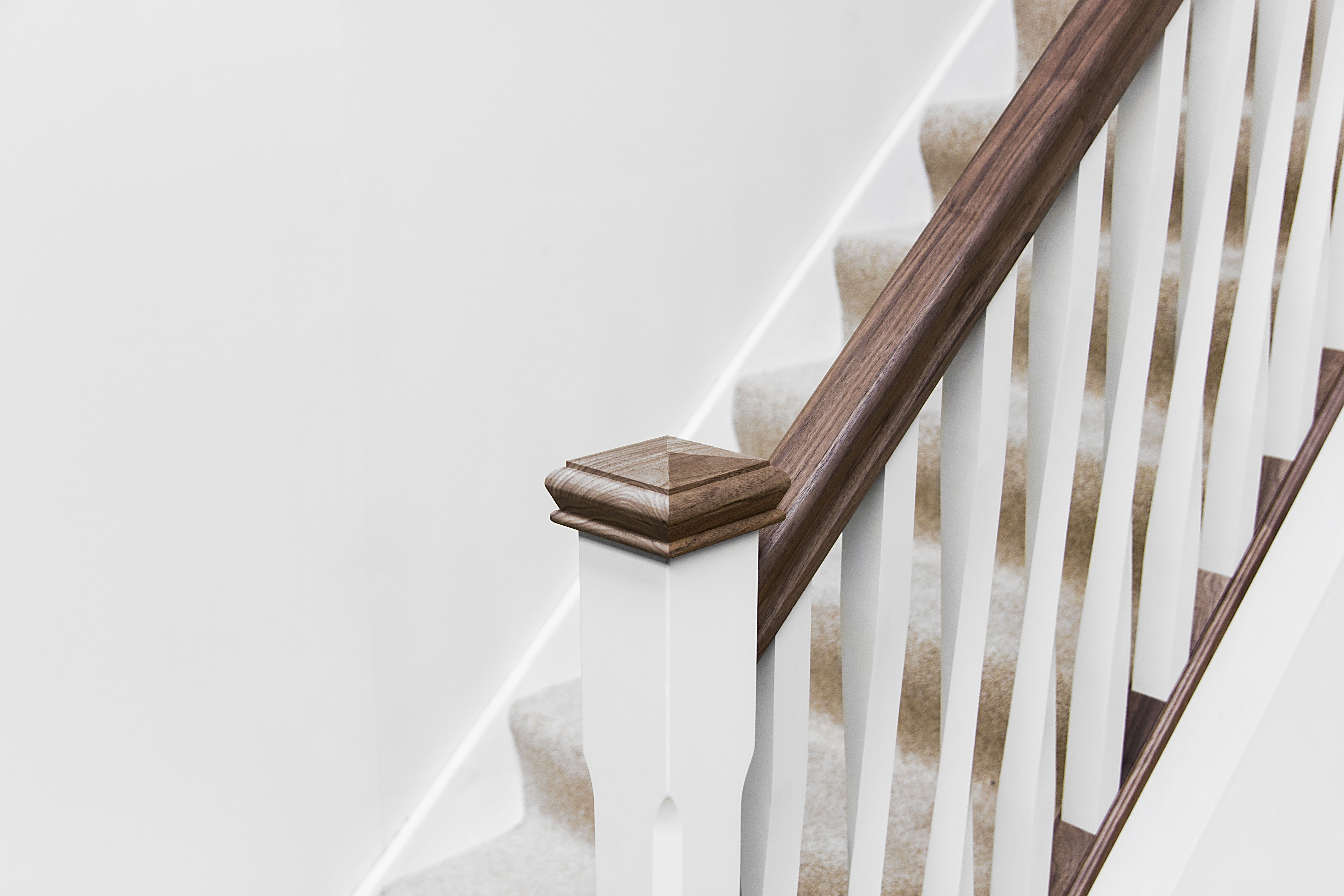 High Quality Walnut Handrail With White Primed Square Twist Spindles