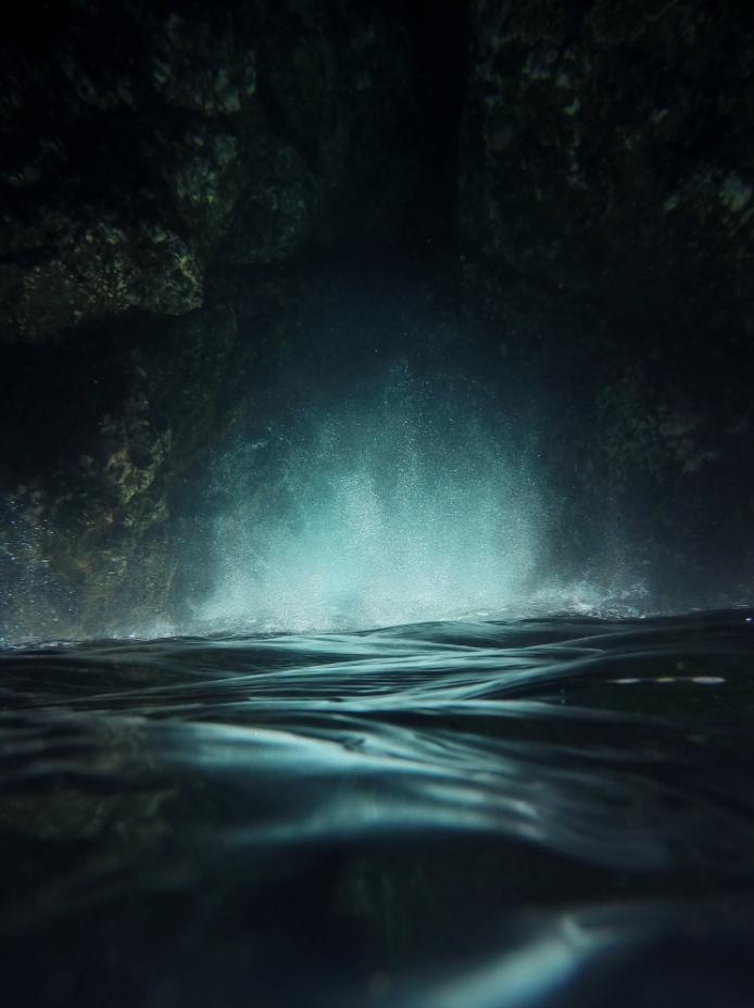 Our artists: Nicklas Gustafsson - Surreal sea - www.customly.com