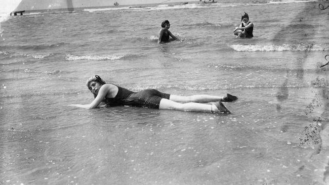 3c56457d9f Before the Bikini: Rare Vintage Beach Photos - weather.com | By the ...
