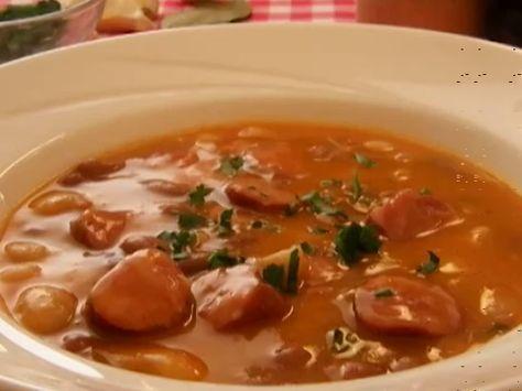 Serbische Bohnensuppe ist ein traditionelles Nationalgericht in - serbische küche rezepte