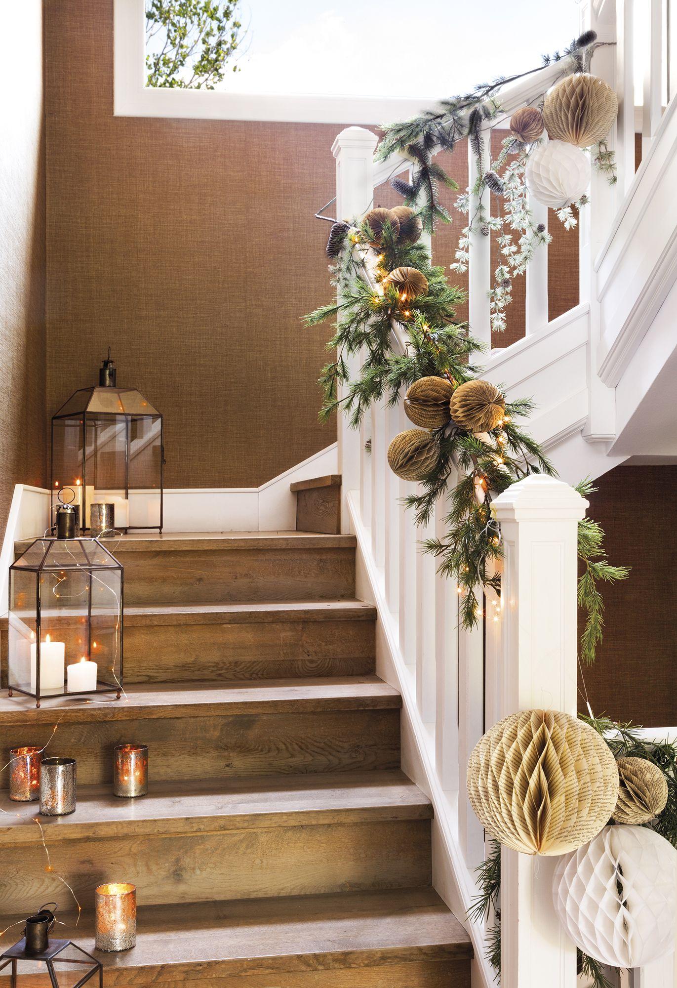 Escalera decorada con guirnaldas y farolillos de navidad - Adornos para la casa ...