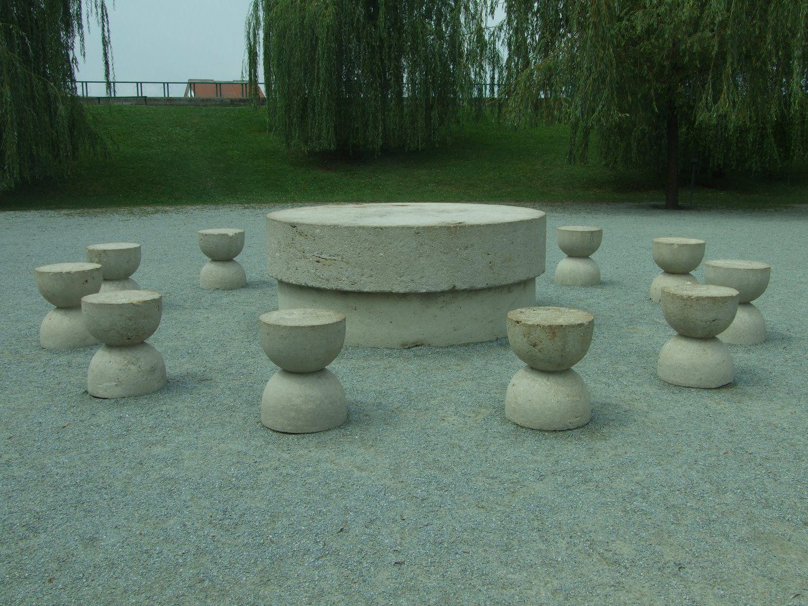 Table of Silence - Constantin Brancusi, 1907 | Installazioni ... for Brancusi Table Of Silence  183qdu