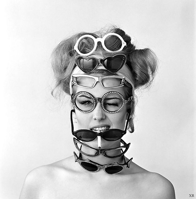29851bf80925 glamorous glasses 1960s Fashion