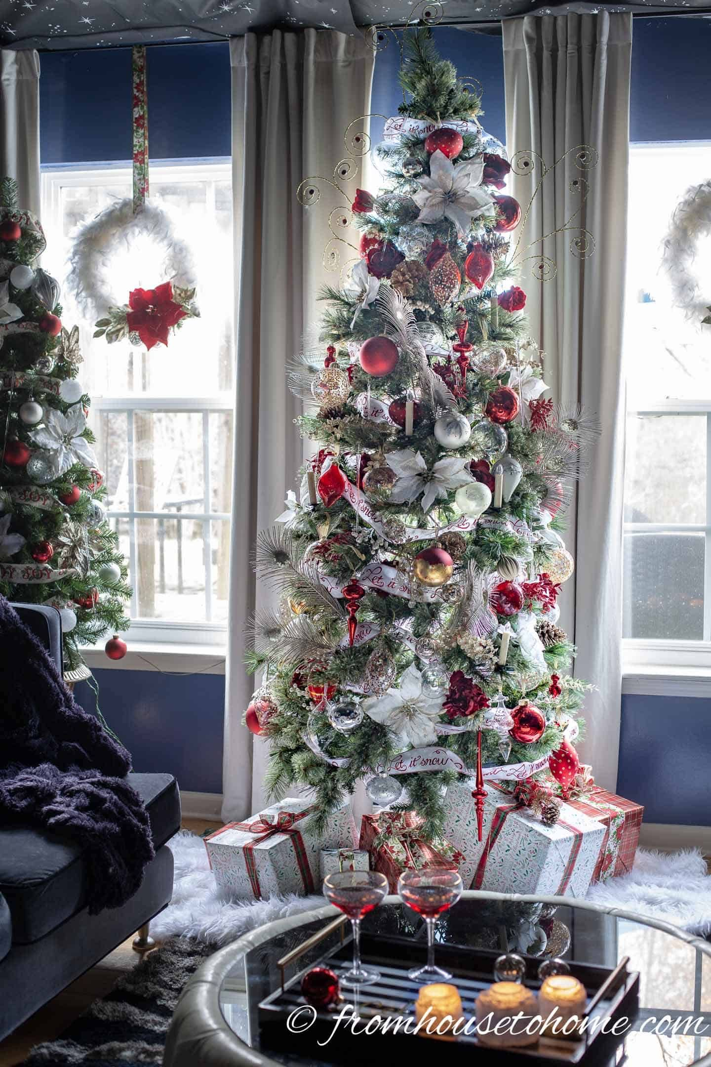White Red And Gold Christmas Home Decor Ideas And 30 Other Christmas Decorating Ideas Gold Christmas Decorations Red Christmas Decor White Christmas Decor