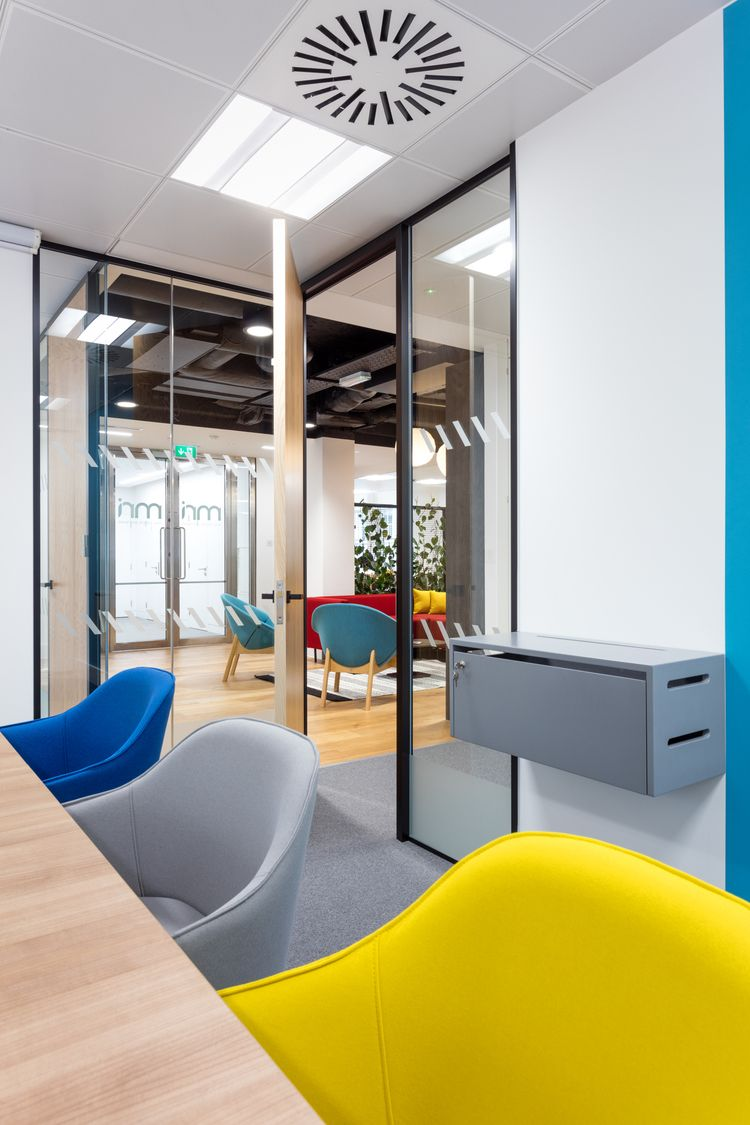 Living walls funky floors mri software fit out for Office room design software
