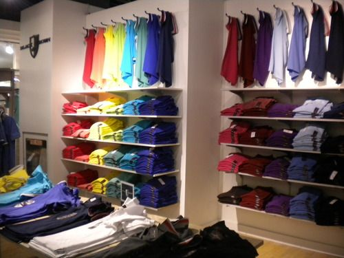 visual merchandising mens dress shirts google search merchandising pinterest schaufenster. Black Bedroom Furniture Sets. Home Design Ideas