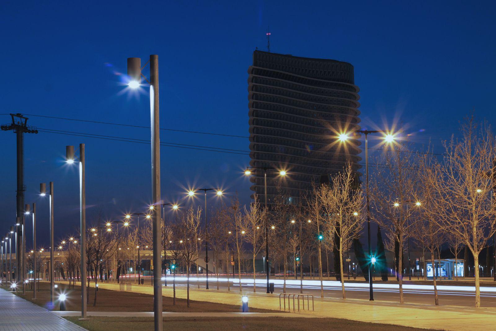Luces bajo la Torre del Agua. #Zaragoza #Urbana #LongExposure #TorreDelAgua #Expo2008 #ExpoZaragoza2008