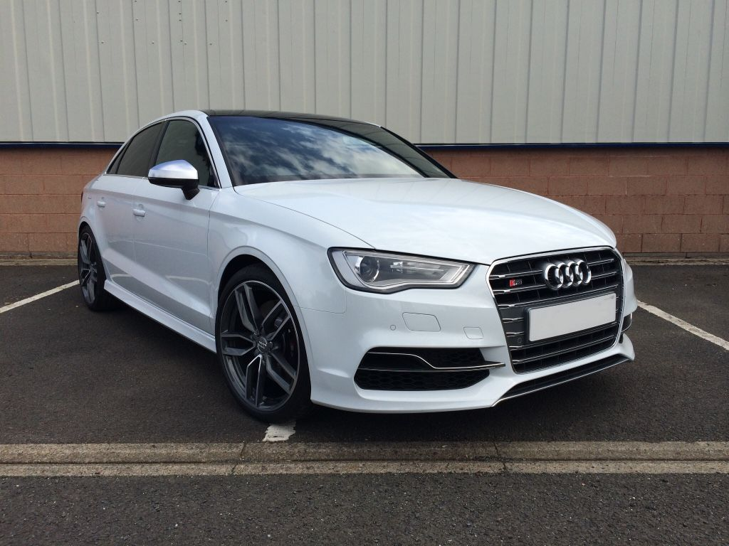 Audi Premium Plus Sedan Ibis White Like