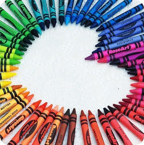 did anyone else organize their crayons in rainbow order in their