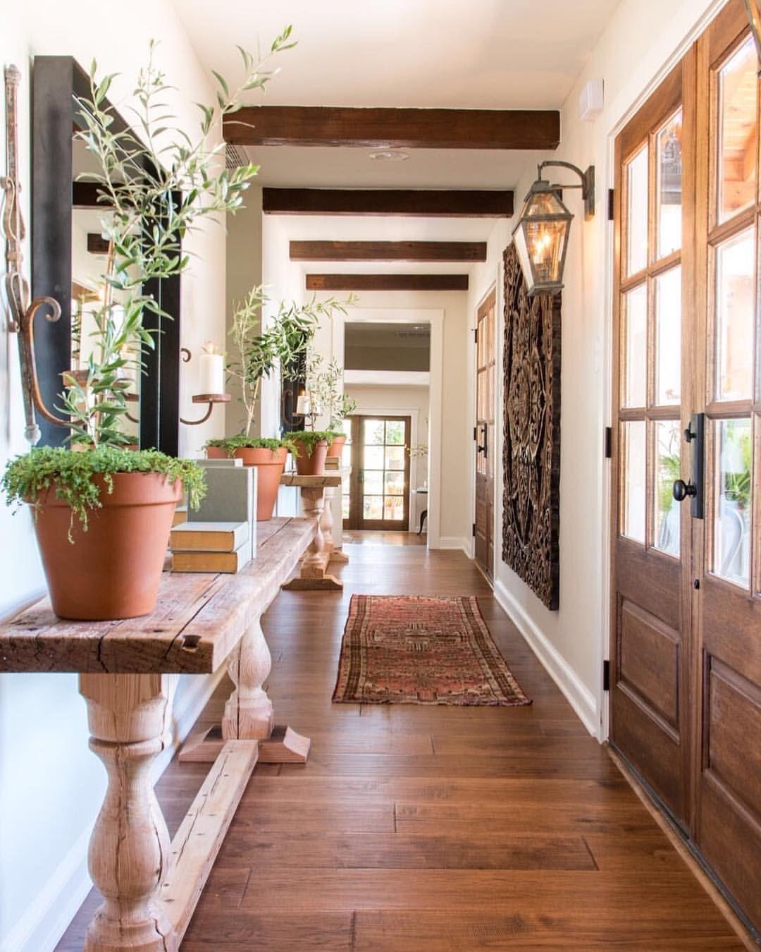Joanna gaines hallway decor   k likerklikk  kommentarer u Joanna Stevens Gaines