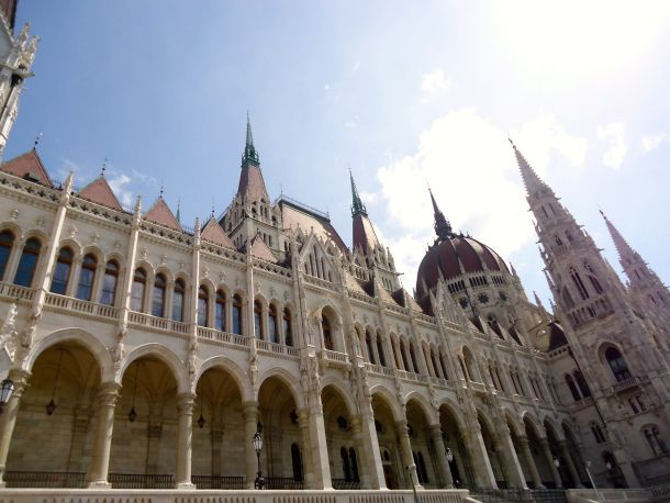 A Walk down the Danube River in Budapest, #Hungary. #travel