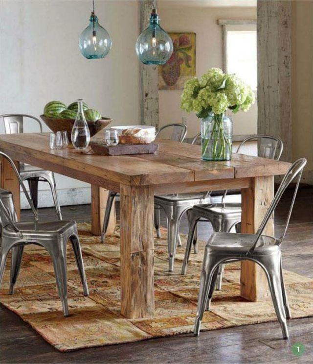 Mesa de madera maciza con sillas Tolix laqueadas en 2020 ...