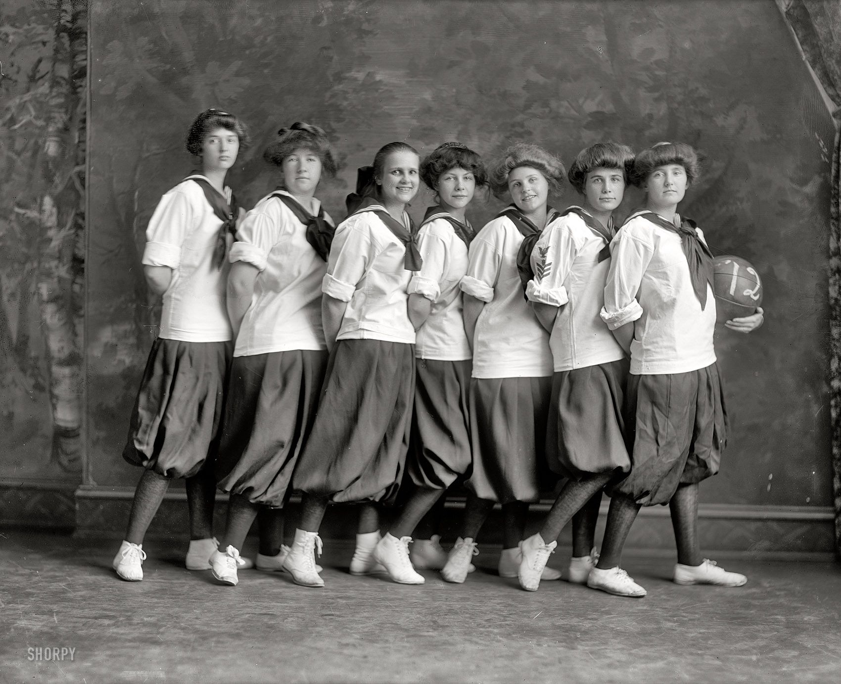 Shorpy Historic Picture Archive :: Hoops Hotties: 1912 high-resolution photo