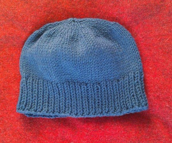 Un facile cappellino ai ferri da uomo che usa esattamente un gomitolo di  lana e che f8ce88100182