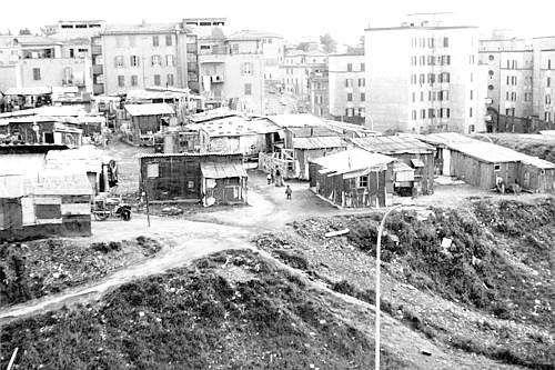 Roma borgata mandrione abitata da 5000poverissime persone senza