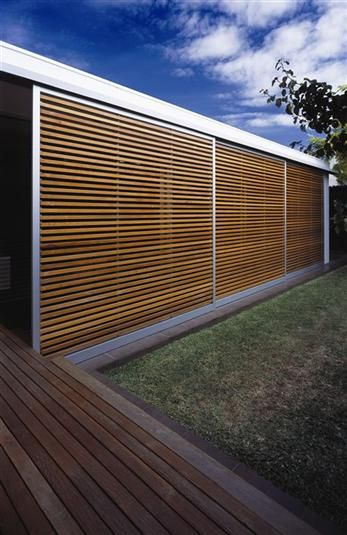 Baldasso cortese architects red cedar wood examples for Persienne exterieur