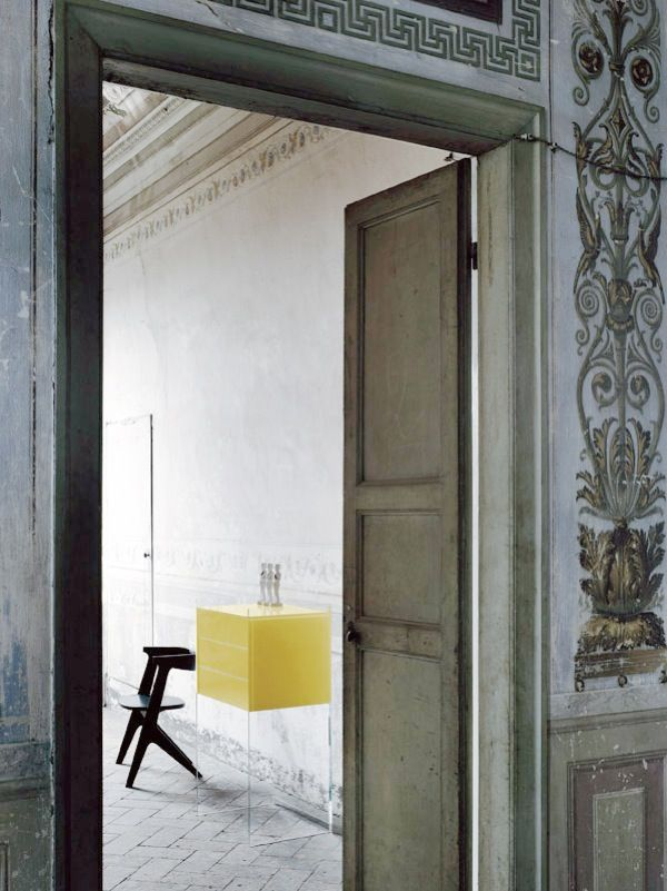 Glas, Italia