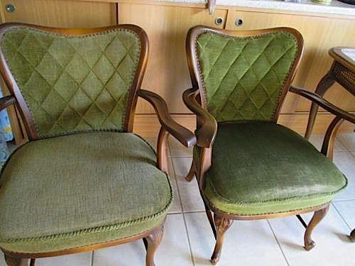 Meine 2 alten Polstersessel vor der Farbauffrischung. Habe auch die Sessel geschenkt bekommen und damit ein Experiment gewagt. ;-)