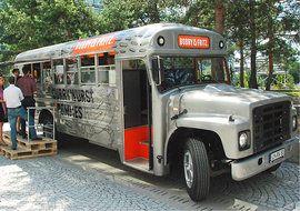foto amerikanischer schoolbus als imbiss foodtruck. Black Bedroom Furniture Sets. Home Design Ideas