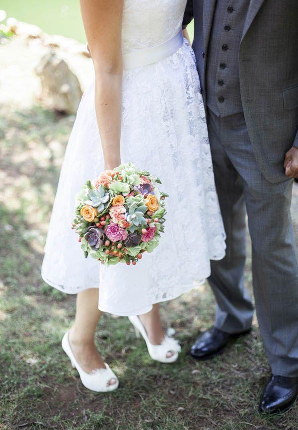 Bouquet Sposa 50 Anni Matrimonio.Un Abito Da Sposa Anni 50 E Un Bouquet Di Succulente Giulia E