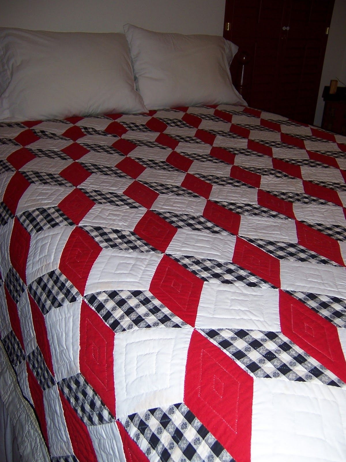 tumbling block quilt | Quilt ideas | Tumbling blocks quilt