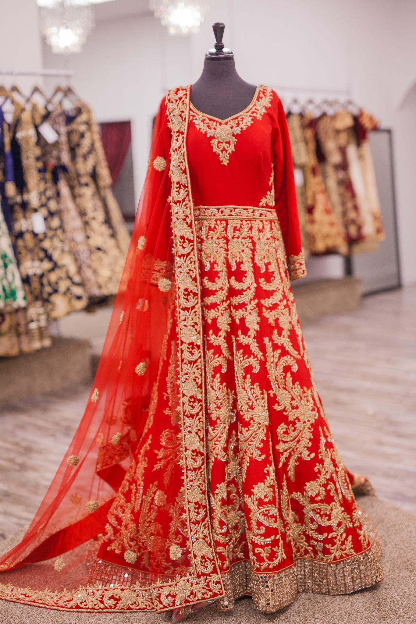 Red Bridal Anarkali With A Train Rote Hochzeitskleider Indische Braut Indische Outfits [ 2048 x 1365 Pixel ]