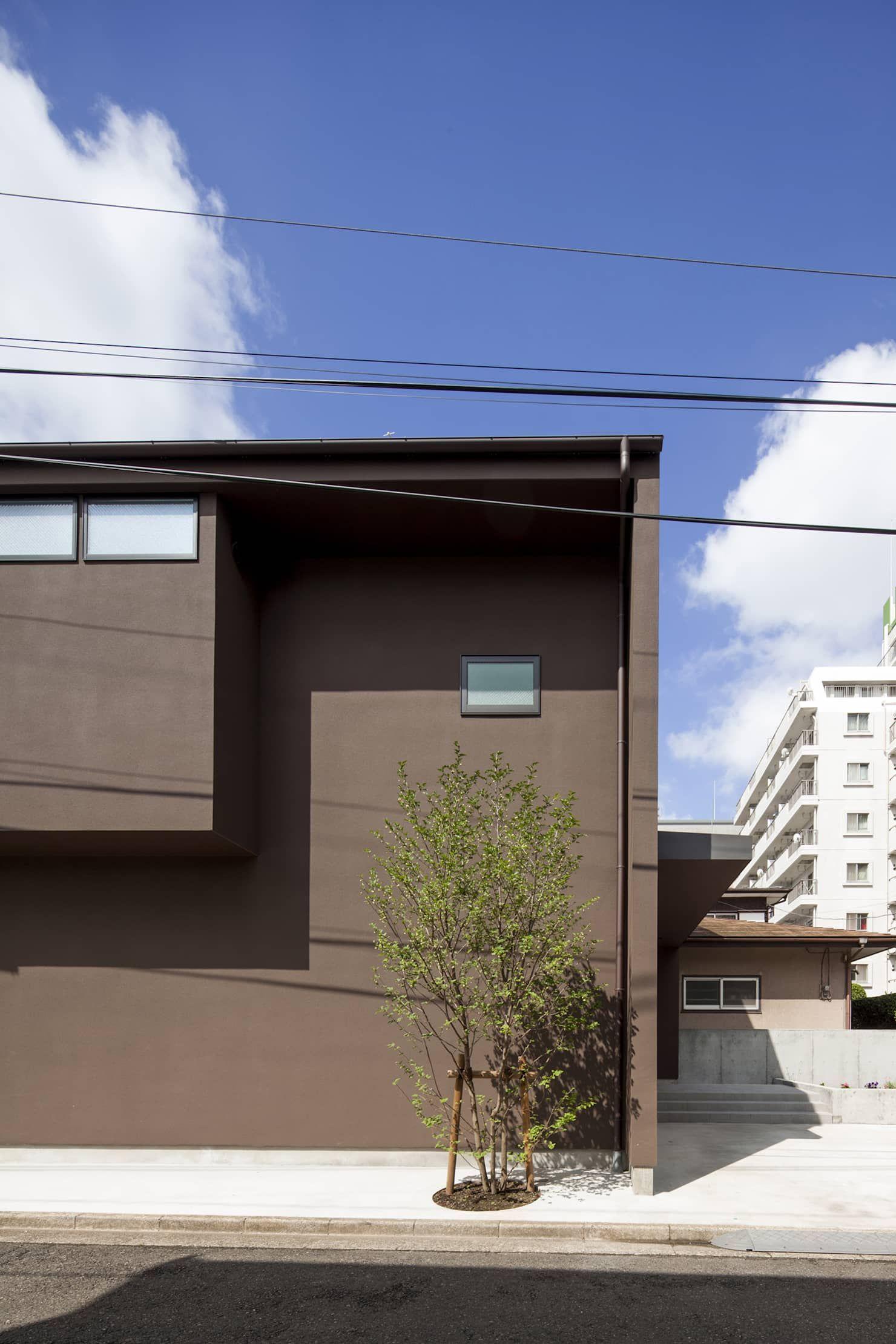 濃い茶色の外壁 深沢の家 ミニマルな 家 の u建築設計室 ミニマル