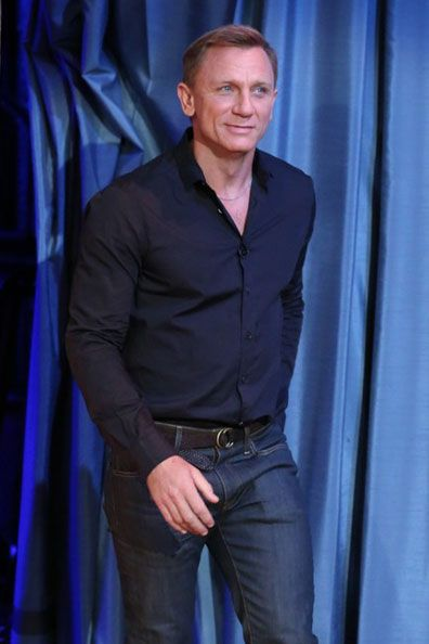 Daniel Craig.... love the colo...
