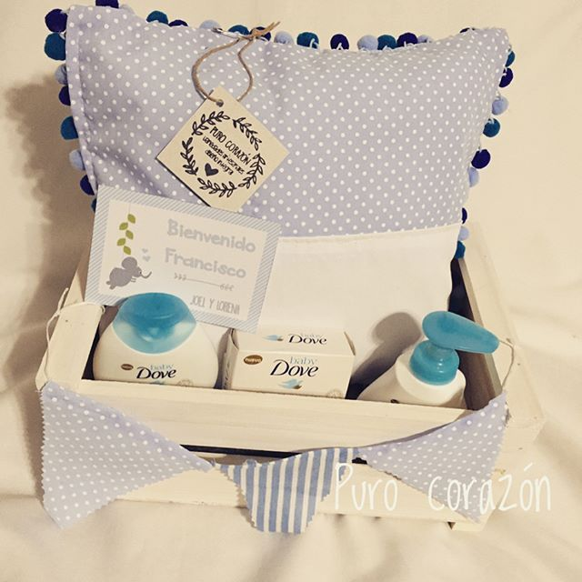 Nuevo!! Cajón baby shower/nacimiento personalizado. Almohadón, productos de tocador, tarjeta con diseño personalizado. New!! Baby shower or birth box! Includes: cushion, toileteries and personalized card. #purocorazonuy #birth #nacimiento #babyshower #gift #personalized #perzonalizado #diseñouy #diseño #design #craft #exclusive #exclusivo #cushion #almohadon #toiletries #mvd #evedeso #eventdesignsource - posted by Puro Corazón https://www.instagram.com/purocorazon_uy. See more Baby Shower…