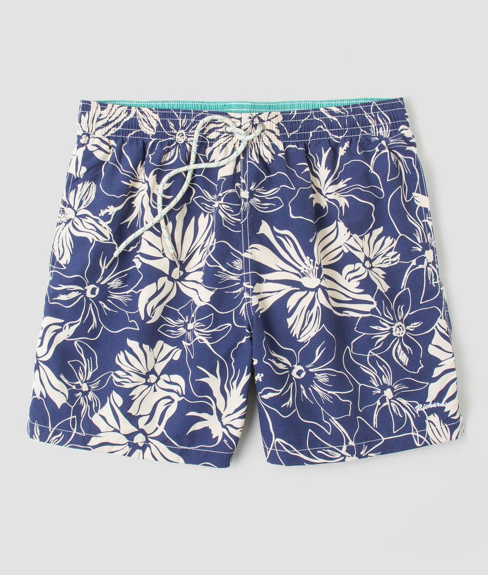 1c84dbaf1 Short florido 100% poliamida, de tactel com elástico, com bolsos laterais e  traseiro. É uma peça ideal para praia, corrida e situações que exijam  conforto e ...