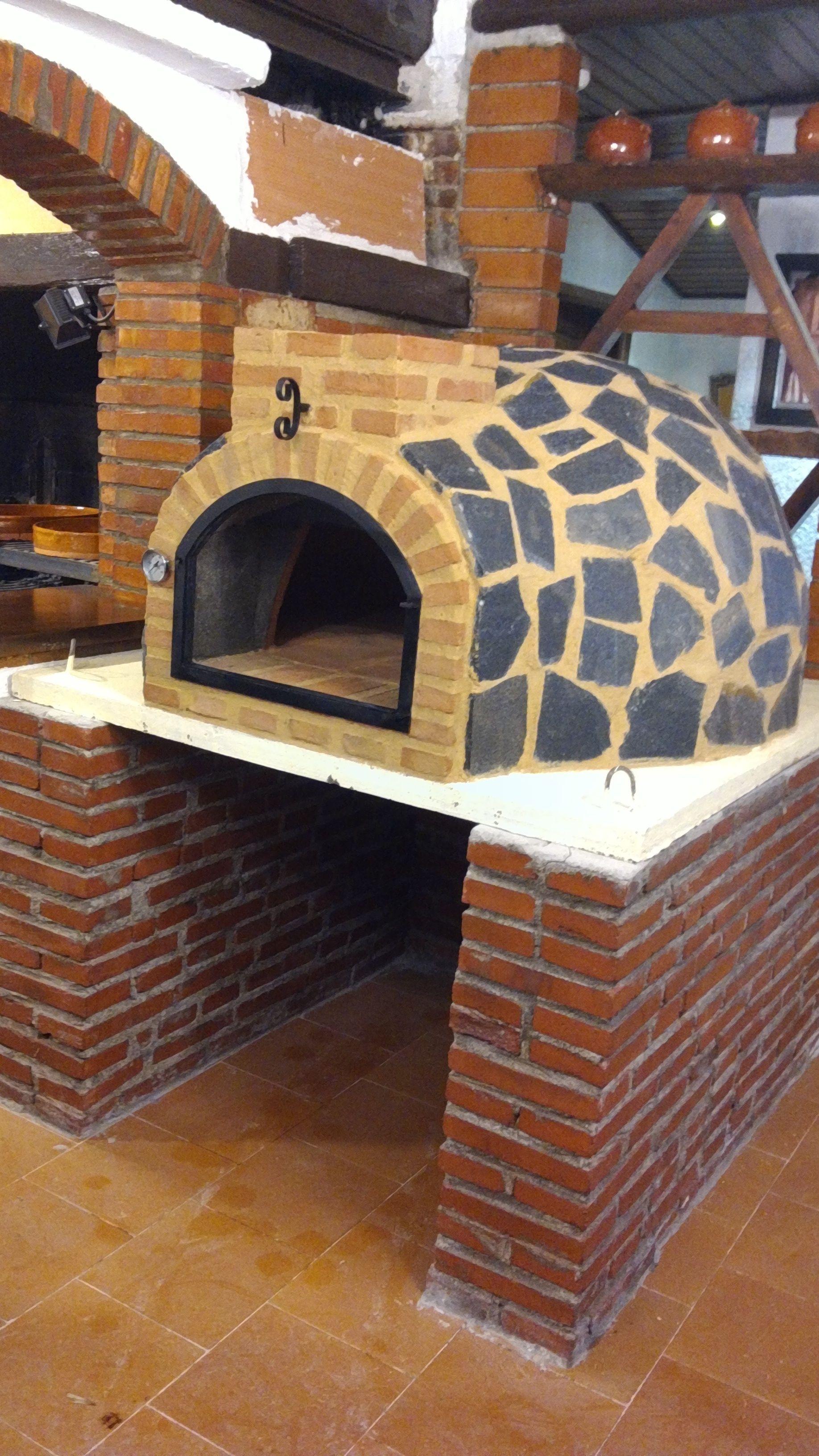 Montaje Horno De Barro Acabado En Piedra Natural En 2020 Con Imagenes Hornos Para Pizzas Diseno De Exterior De Cocina Hornos De Ladrillo