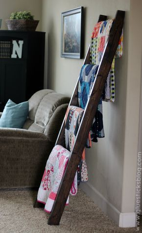 4f0ddb5dbd  15 DIY Quilt Ladder - we need this with all the blankets we have piled  around the living room!
