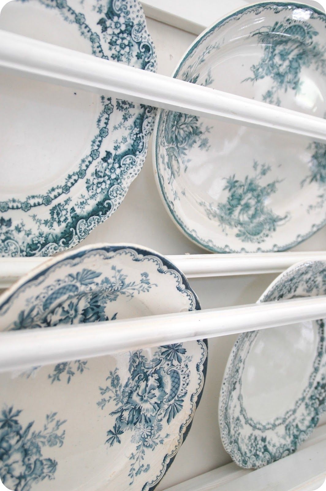 Toves Sammensurium: Skal det være noen kilo... Blue & White Vintage plates!