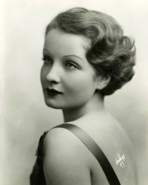Sari Maritza 1930's - photo by Irving Chidnoff Perfect hair.