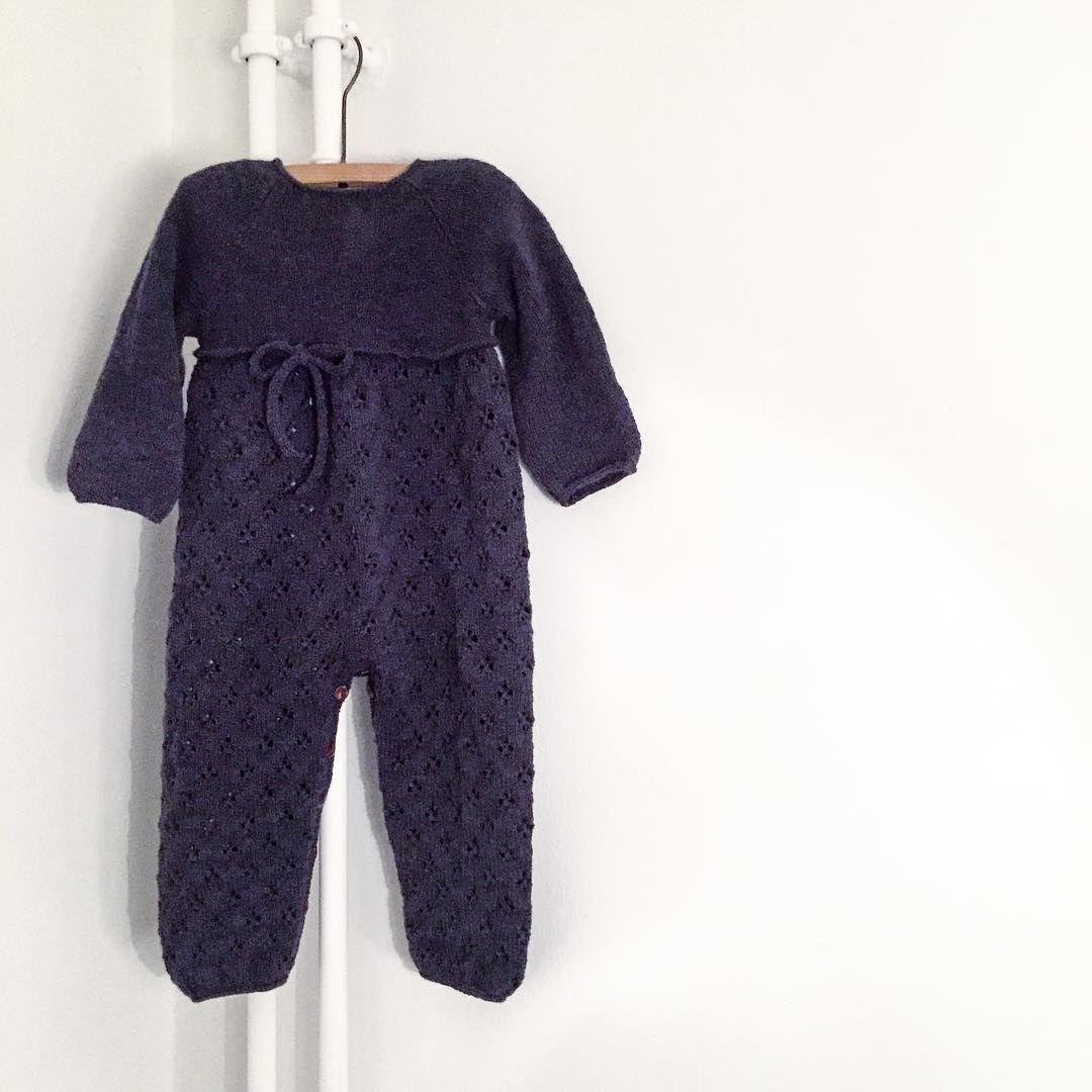- Teststrikkere søges -  Vi søger teststrikkere til vores nye #kløverdragt i str. 6, 9 og 18-24 mdr. Dragten skal være færdig i løbet af 3 uger og skal kunne prøves på et alderssvarende barn.  Skriv dm hvis det har interesse!  God søndag aften til alle jer ⭐️ #cloverjumpsuit #knitting #knitting_inspiration #knittingforolivesmerino #knittingforolive
