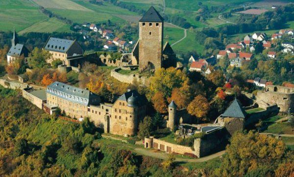 germany the ruin of lichtenberg castle near kusel dream travel pinterest. Black Bedroom Furniture Sets. Home Design Ideas