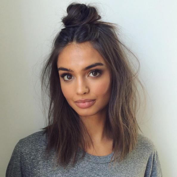 5 Easy Peasy Heatless Hairstyles Every Lazy Girl Should Know Girlslife Short Hair Styles Hair Styles Medium Hair Styles