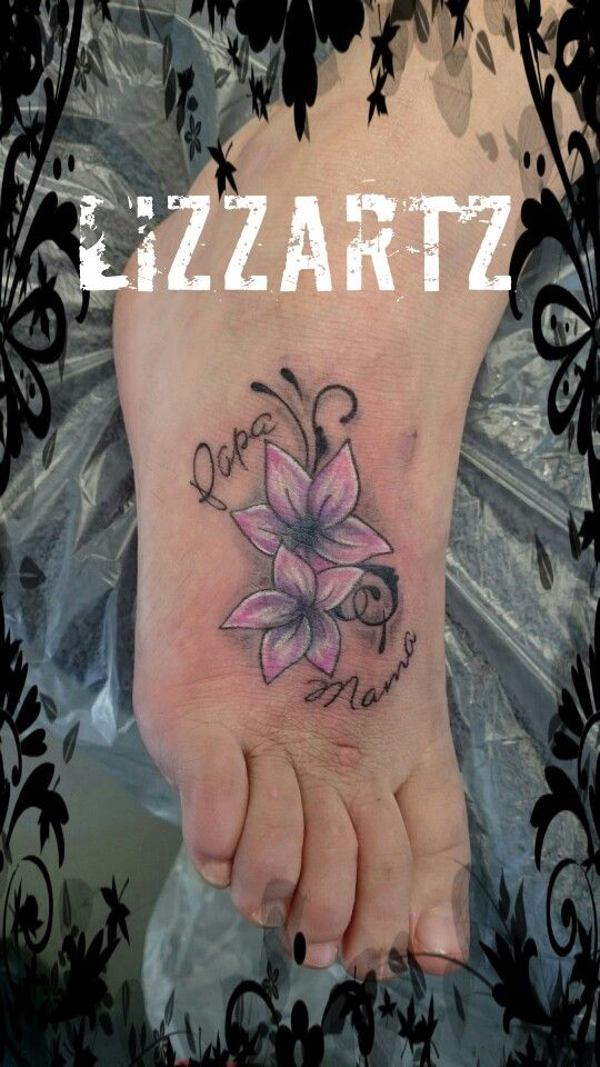 Bloemen en tekst Tattoo