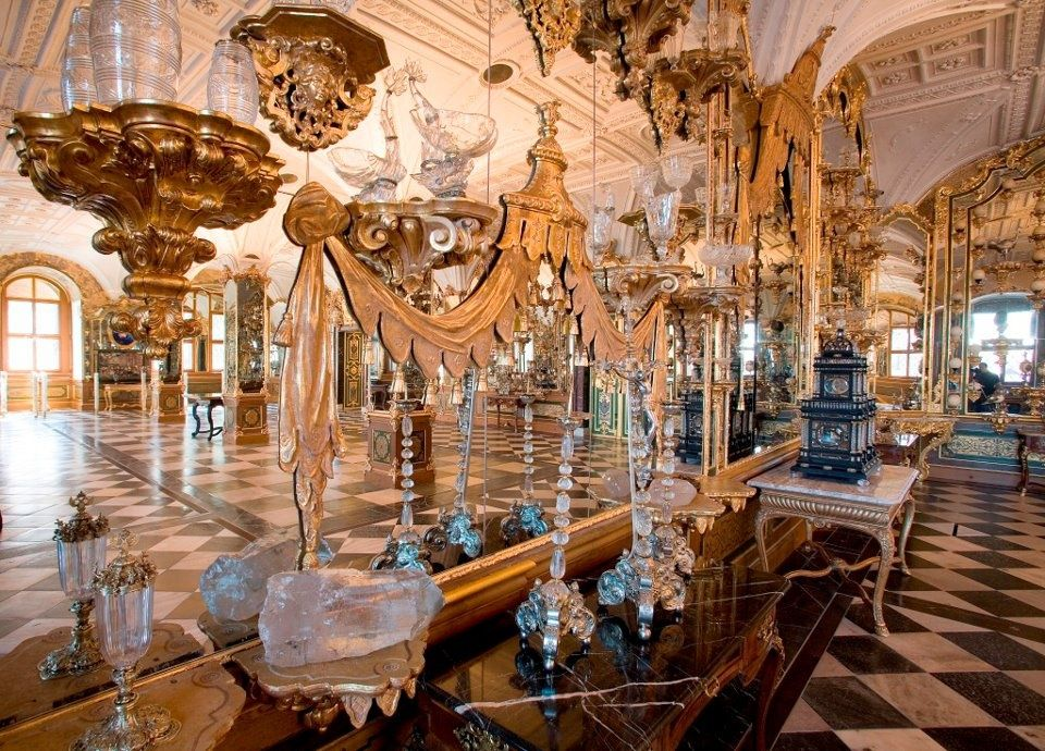 Grunes Gewolbe Beherbergt Einer Der Prachtvollsten Sammlungen Dieser Art In Der Welt Dresden Saxony Baroque Architecture