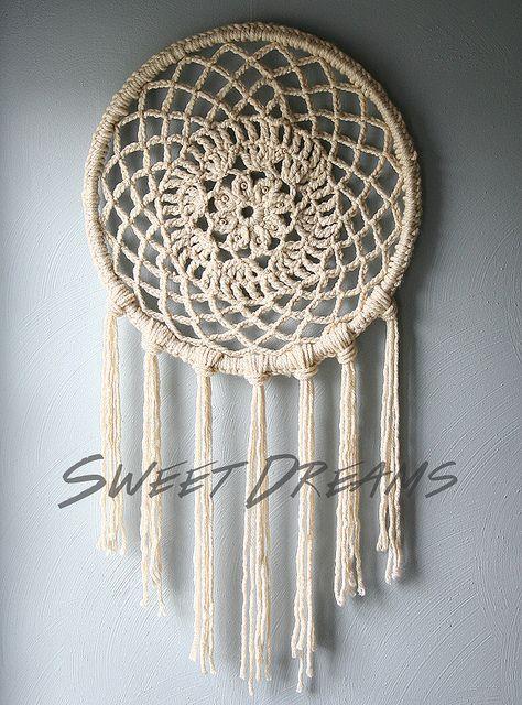 un superbe attrapeur de r ves r alis au crochet attrap reves pinterest attrapeur de. Black Bedroom Furniture Sets. Home Design Ideas