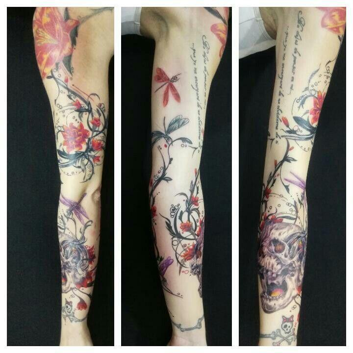 #tattoo #tatuaje #ink #Málaga #flores #libelulas #iciarorozco #tarantulatattoo
