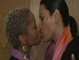 black lesbian kissing pics