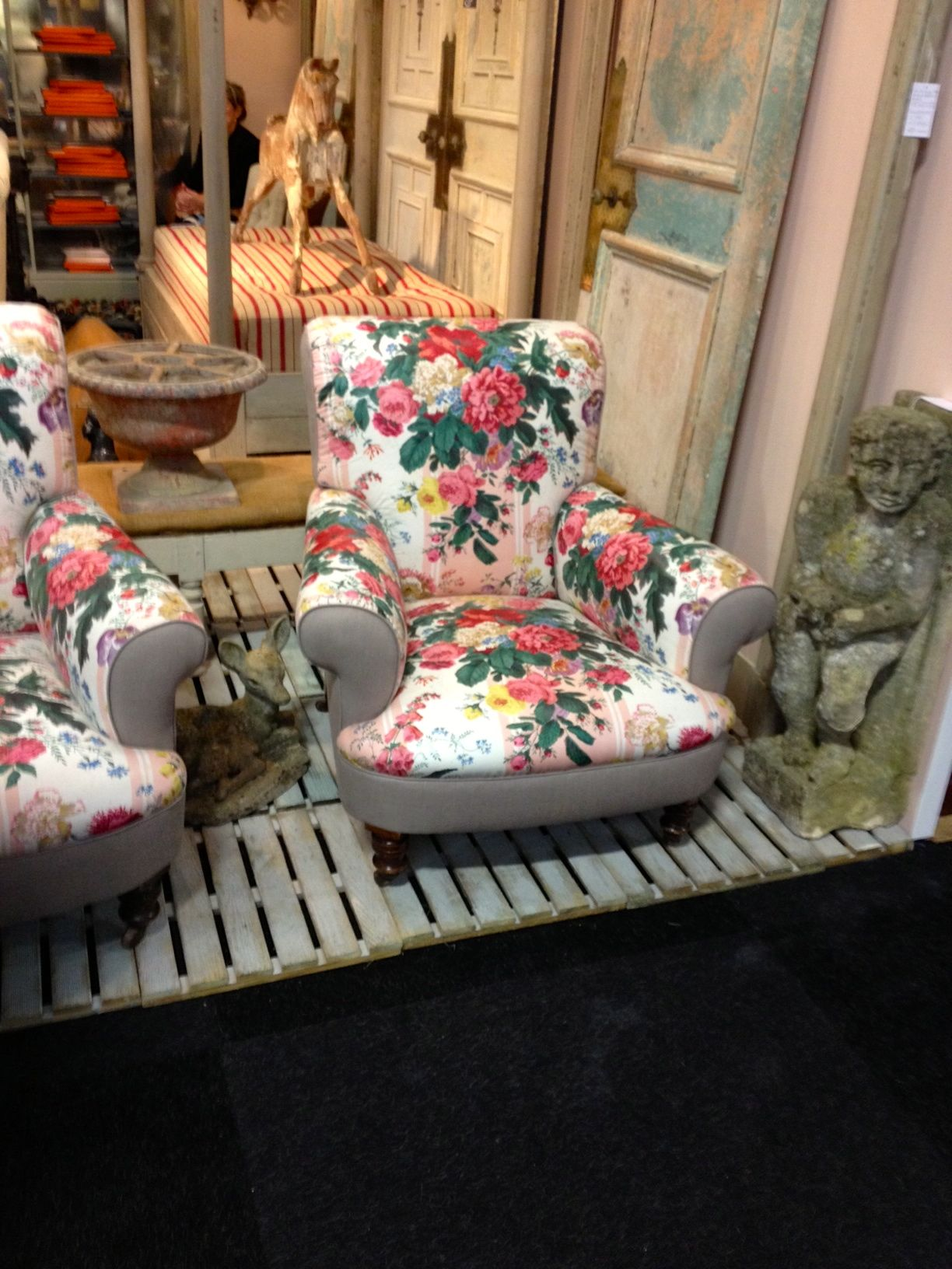 Floral Furniture   Google Search Wouldnu0027t This Make A Great Reading Chair?
