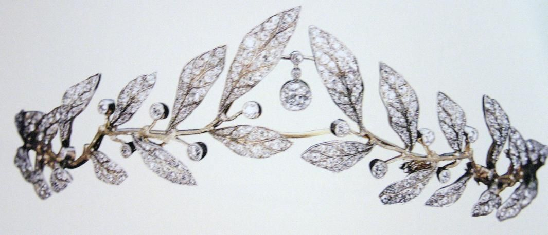 A beatiful close up of Lady Tamara's wedding tiara.
